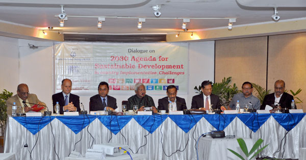 (left) Debapriya Bhattacharya, Robert Watkins, AHM Mustafa Kamal, Fazle Hasan Abed, Md Shahidul Haque, Mustafizur Rahman, Saleemul Huq and Md Khairul Islam